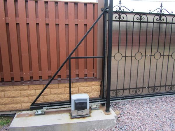 автоматические кованые откатные ворота