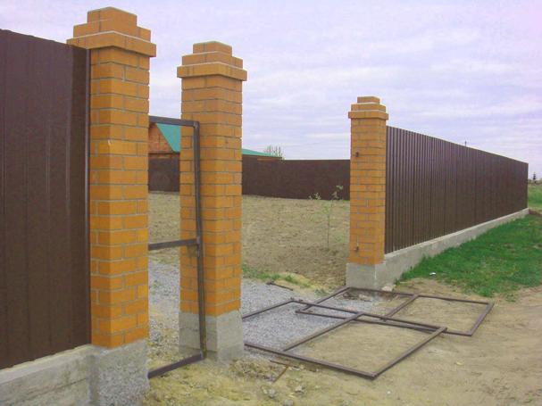 Столбы для распашных ворот