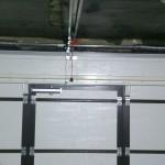 Установка секционных ворот белого цвета