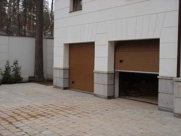 Секционные ворота коричневые