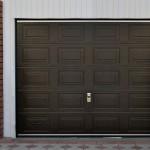 Секционные ворота коричневового цвета